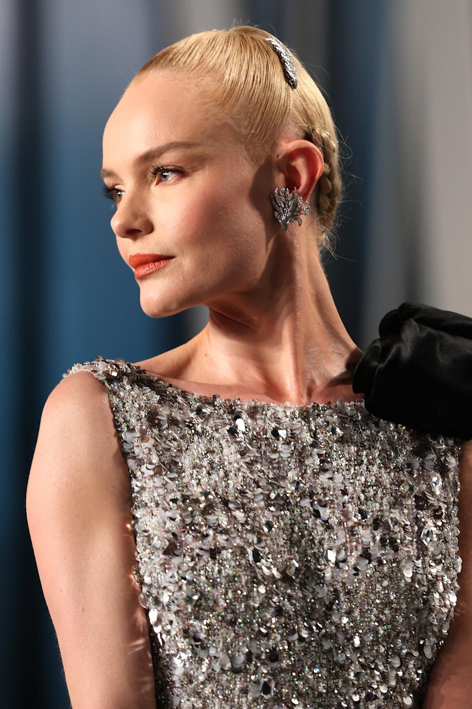 """Celebrity stylist Bridget Brager made Kate Bosworth's already-elegant style even more chic with the help of a diamond-encrusted clip.<span class=""""copyright""""> Photo: Rich Fury/VF20/Getty Images.</span>"""