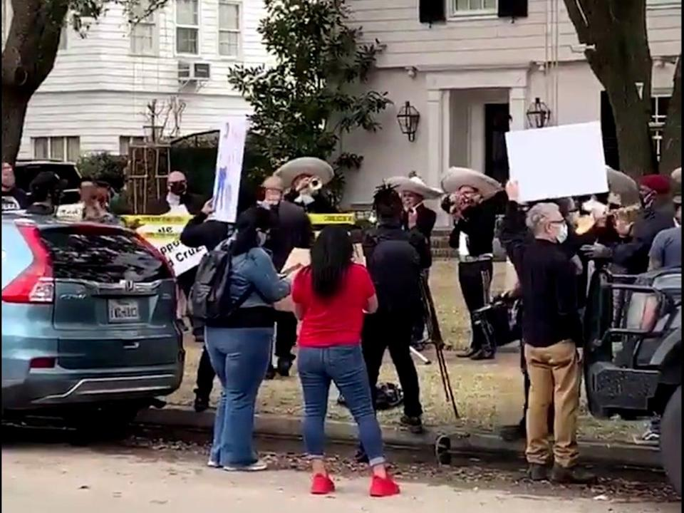 <p>A mariachi band plays outside Ted Cruz's home</p> (@poojaontv / ABC13 / Twitter)