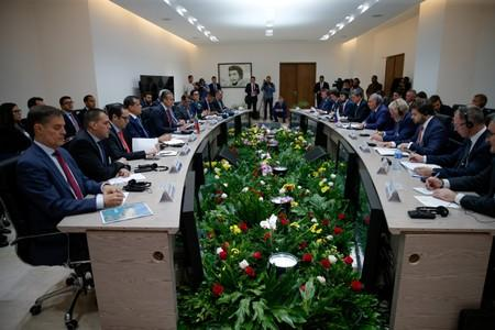 Delegations, led by Russian Deputy Prime Minister Yury Borisov and Venezuelan Industries Minister Tareck El Aissami, hold a meeting in Caracas
