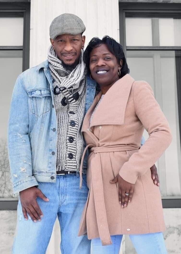 Ohio couple Christopher Barringer and Diadria Woods were allegedly swindled out of $1,500 by a venue owner the week of their wedding. (Photo: Devae Powell/Behind the Mask Photography)