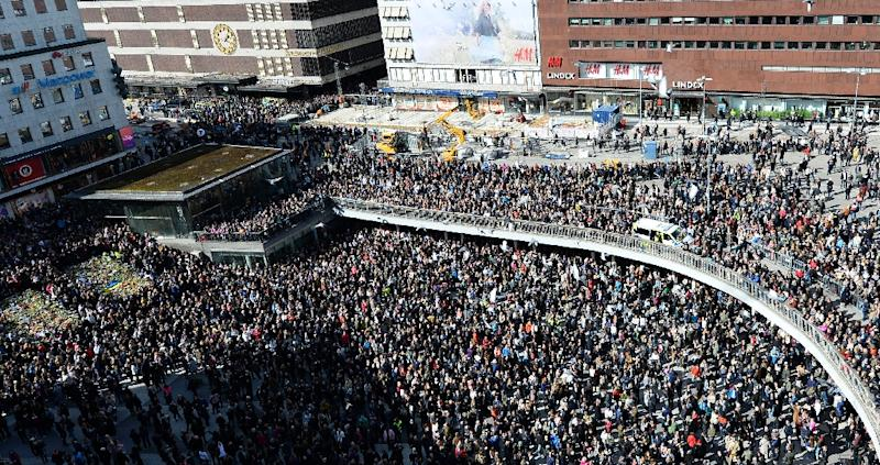 The crowds gathered at Sergels Torg plaza, a stone's throw from the scene of the attack (AFP Photo/Jonathan NACKSTRAND                 )