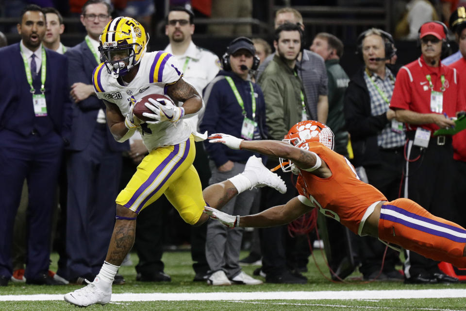Ja'Marr Chase runs for a touchdown as Clemson cornerback A.J. Terrell tries to hang on to him.