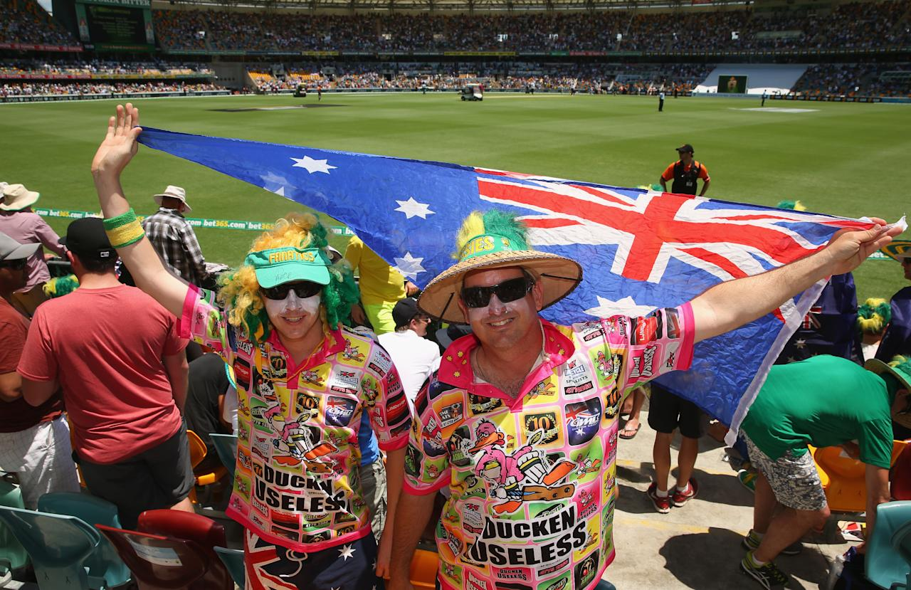 BRISBANE, AUSTRALIA - NOVEMBER 22:  Australian fans show their support during day two of the First Ashes Test match between Australia and England at The Gabba on November 22, 2013 in Brisbane, Australia.  (Photo by Scott Barbour/Getty Images)