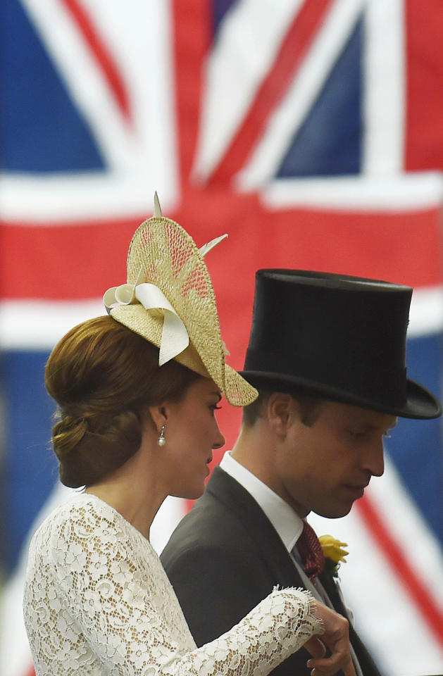 Britain Horse Racing - Royal Ascot - Ascot Racecourse - 15/6/16 Britain's Prince William and Catherine, Duchess of Cambridge  Reuters / Toby Melville Livepic EDITORIAL USE ONLY.