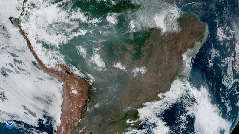 Vista satelital del incendio en el Amazonas. (NASA/NOAA/Handout via REUTERS)