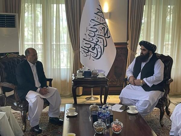 Pak envoy meets with Taliban foreign minister (Photo Credit: Twitter/ Mansoor Ahmad Khan)