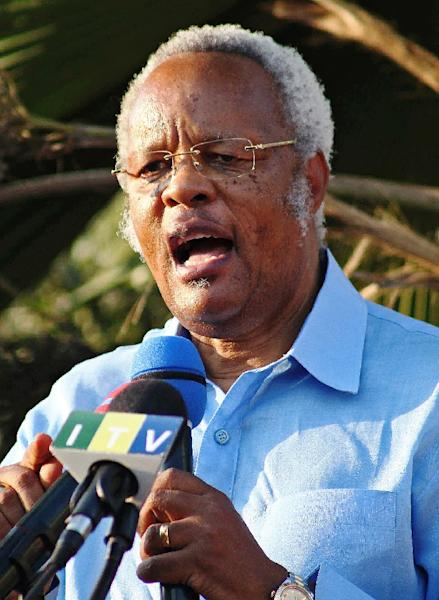 Edward Lowassa, former prime minister of Tanzania and candidate for the opposition coalition, speaks during a rally in Kinondoni on August 10, 2015 (AFP Photo/Emile Costard)