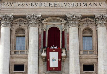 "FILE PHOTO: Pope Francis delivers his ""Urbi et Orbi"" (to the city and the world) message from the balcony overlooking St. Peter's Square at the Vatican December 25, 2016. REUTERS/Alessandro Bianchi/File Photo"