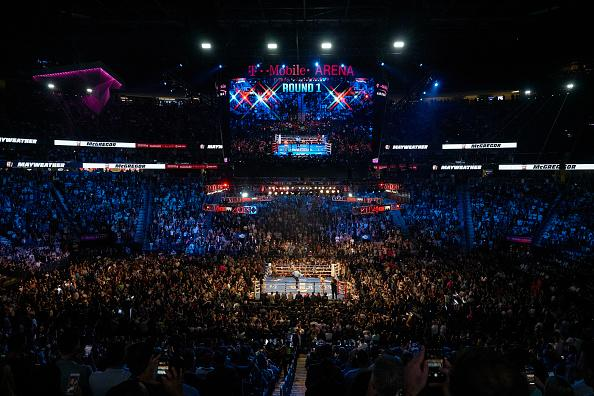Imagem do ringue no milionário duelo entre Floyd Mayweather Jr. e Conor McGregor (Photo by Erick W. Rasco /Sports Illustrated via Getty Images)