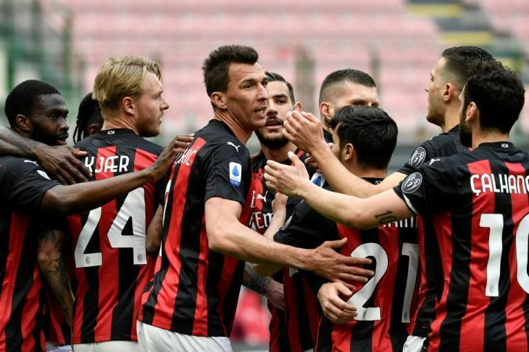 Mario Mandzukic (C) returned from injury as Milan ended their two-month home drought against Genoa.