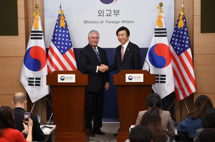 Secretary of State Rex Tillerson, left, shakes hands with South Korean Foreign Minister Yun Byung-Se during a news conference. (Photo: Jung Yeon-Je/Reuters)