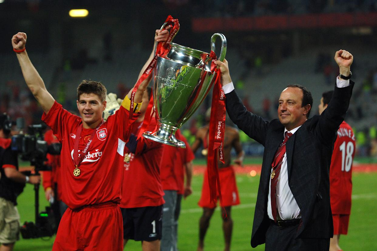 ISTANBUL, TURKEY - MAY 25: Captain Steven Gerrard and manager Rafael Benitez of Liverpool lift the trophy after the ceremony following the UEFA Champions League final between AC Milan and Liverpool at the Ataturk Olympic Stadium on May 25, 2005 in Istanbul, Turkey. (Photo by Etsuo Hara/Getty Images)