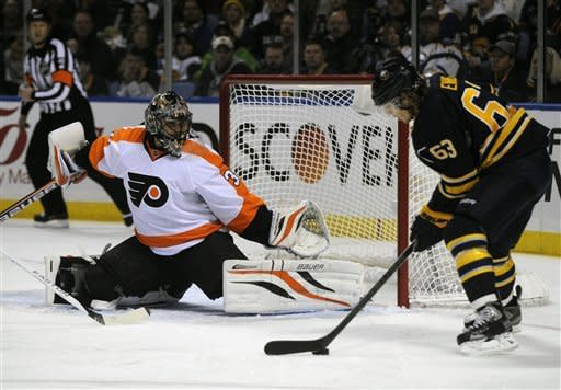 Vanek leads Sabres to 5-2 win over Flyers