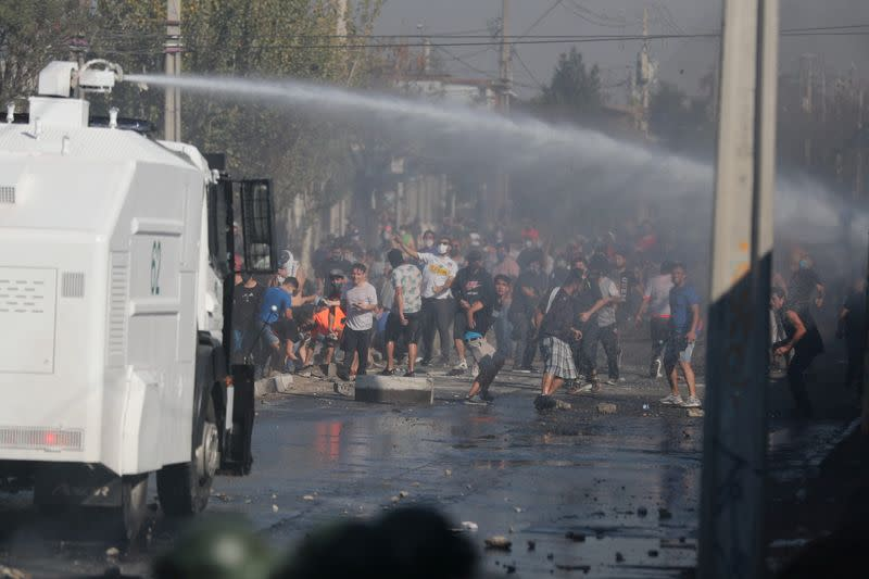 Chile's poor clash with police amid concerns over food shortages in outskirts of Santiago