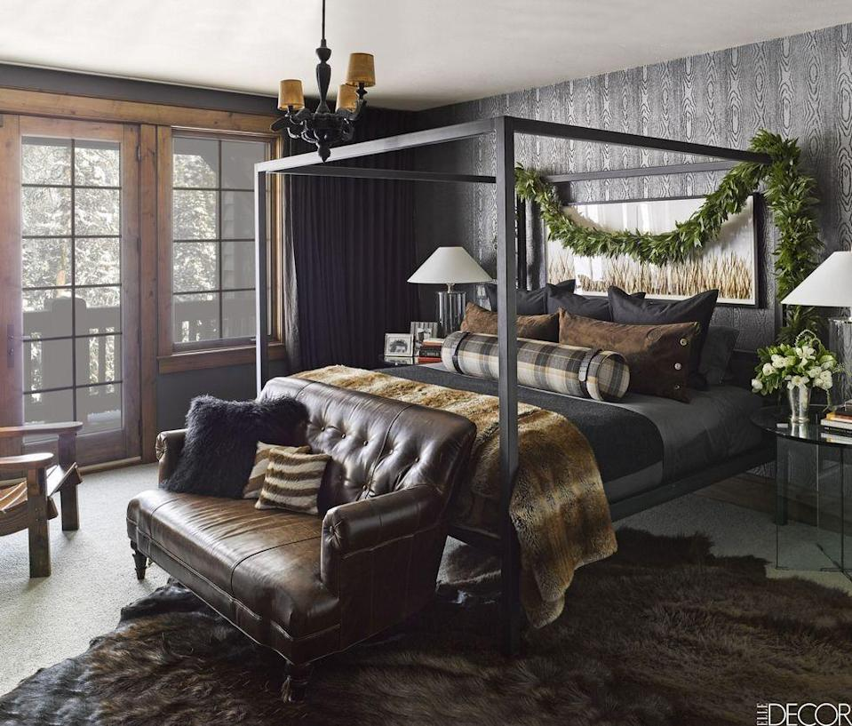 """<p>This mountaintop <a href=""""https://www.elledecor.com/design-decorate/house-interiors/a9278/ken-fulk-montana-guesthouse/"""" rel=""""nofollow noopener"""" target=""""_blank"""" data-ylk=""""slk:Montana retreat"""" class=""""link rapid-noclick-resp"""">Montana retreat</a> designed by Ken Fulk pairs a steel bed by Room & Board with a 1920s leather sofa. The bed linens and side tables are by Ralph Lauren Home, the ceiling light is by Maarten Baas, and the wallpaper is by Phillip Jeffries.</p><p><em>Grasscloth Brown Wallpaper, $26.32<br></em><a class=""""link rapid-noclick-resp"""" href=""""https://go.redirectingat.com?id=74968X1596630&url=https%3A%2F%2Fwww.homedepot.com%2Fp%2FRoomMates-28-18-sq-ft-Grasscloth-Brown-Peel-and-Stick-Wallpaper-RMK11312WP%2F309685859&sref=https%3A%2F%2Fwww.redbookmag.com%2Fhome%2Fg35083191%2Fwallpaper-design-ideas%2F"""" rel=""""nofollow noopener"""" target=""""_blank"""" data-ylk=""""slk:Shop the Look"""">Shop the Look</a></p>"""