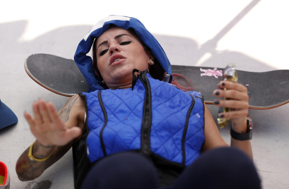 <p>Leticia Bufoni of Team Brazil lies in the shade of an umbrella with a cooling vest and cooling strap around her head after practicing on the skateboard street course ahead of the 2020 Tokyo Summer Olympic Games at the Ariake Urban Sports Park on July 22, 2021 in Tokyo, Japan. The Ariake Urban Sports Park will host skateboarding and BMX cycling events. (Photo by Ezra Shaw/Getty Images)</p>