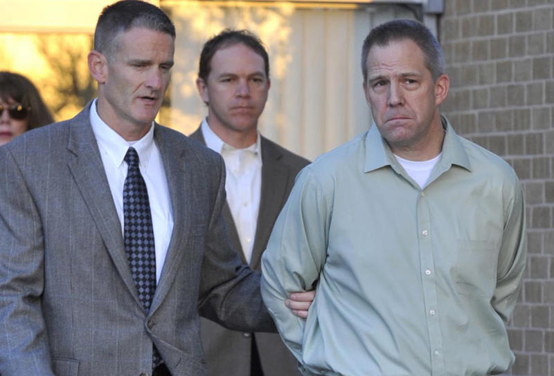 FILE - In this April 2, 2012, file photo JetBlue pilot Clayton Frederick Osbon, right, is escorted to a waiting vehicle by FBI agents as he is released from The Pavilion at Northwest Texas Hospital, in Amarillo, Texas. A federal judge is expected to rule on whether a JetBlue Airways pilot who disrupted a flight by running through the plane and yelling about terrorists can go free. Osbon was charged with interference with a flight crew for his behavior on the March 27 flight from New York to Las Vegas. He was found not guilty by reason of insanity. On Friday Nov. 9, 2012, a judge in Amarillo will decide if Osbon should be committed to a mental health facility or set free. (AP Photo/Amarillo Globe-News, Michael Schumacher)    MANDATORY CREDIT; MAGS OUT; TV OUT