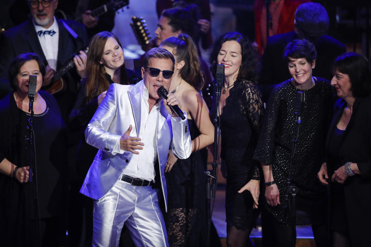 HAMBURG, GERMANY - DECEMBER 09: Dieter Bohlen and musicians during the Facebook Christmas Concert on December 9, 2019 in Hamburg, Germany. (Photo by Franziska Krug/Getty Images for Facebook)