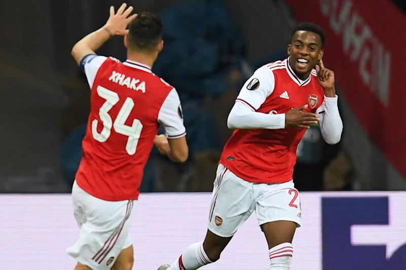 FRANKFURT AM MAIN, GERMANY - SEPTEMBER 19: Joe Willock (R) of Arsenal FC celebrates after scoring his team's first goal during the UEFA Europa League group F match between Eintracht Frankfurt and Arsenal FC at Commerzbank Arena on September 19, 2019 in Frankfurt am Main, Germany. (Photo by Oliver Hardt - UEFA/UEFA via Getty Images)