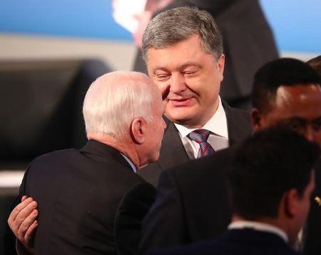 Ukraine President Petro Poroshenko speaks to U.S. Senator John McCain at the 53rd Munich Security Conference in Munich, Germany, February 17, 2017.     REUTERS/Michael Dalder