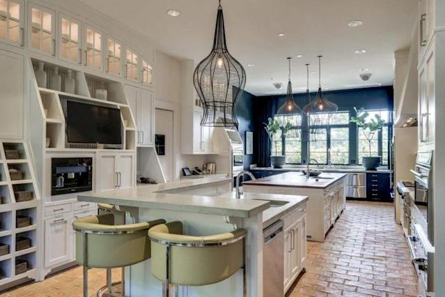 Kristin Cavallari and Jay Cutler's kitchen comes equipped with stainless steel appliances. (Photo: Trulia)