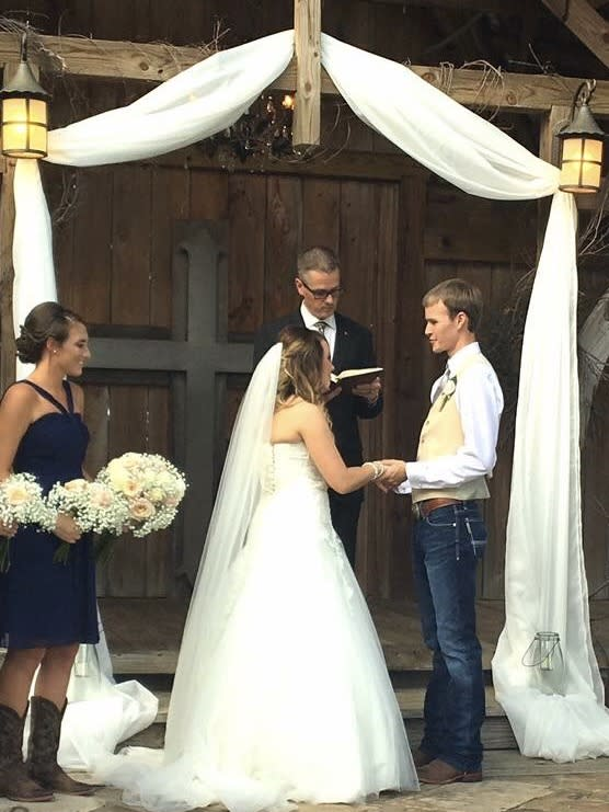 """Madison White, maid of honor at her sister Brittany's wedding, slayed with her wedding rap to """"Fergalicious."""" (Photo: Mike White)"""