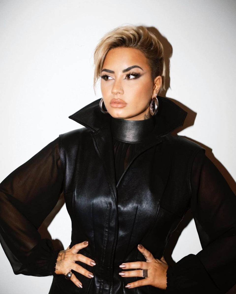 "Demi Lovato shows off her ""new new"" look. (Photo: Instagram)"