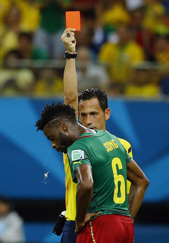 Referee Pedro Proenca of Portugal sends off Cameroon's Alexandre Song for a challenge on Croatia's Mario Mandzukic during their 2014 World Cup Group A soccer match at the Amazonia arena in Manaus June 18, 2014. REUTERS/Murad Sezer (BRAZIL - Tags: SOCCER SPORT WORLD CUP) TOPCUP
