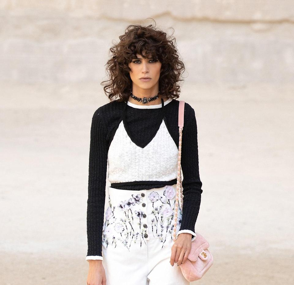"""A major summer 2021 haircut trend Julien Farel, creative director and owner of the <a href=""""https://urldefense.com/v3/__https:/www.julienfarel.com/locations-restore-salon-and-spa-overview__;!!Ivohdkk!2rhoYUIdwfFd188lFLaZ9PHhv5SzdkhhrkEuEe5fCp_COcuhazr3fiSxaG-ek_lTgkZr$"""" rel=""""nofollow noopener"""" target=""""_blank"""" data-ylk=""""slk:Julien Farel Restore Salon and Spa"""" class=""""link rapid-noclick-resp"""">Julien Farel Restore Salon and Spa</a> at New York City's Regency Hotel, calls out is the curly shag. With more women embracing their coils after lockdown, the shag cut has become a fun way to experiment with different lengths and bangs — all the while keeping that cool, lived-in look going."""