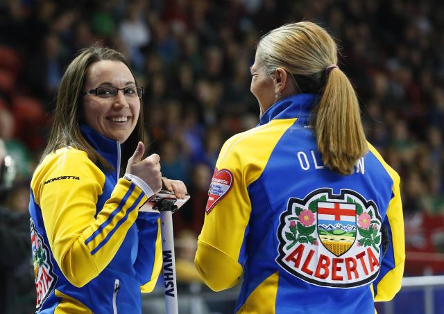 Alberta skip Val Sweeting (L) reacts to a fan with teammate third Lori Olson-Johns in their gold medal game against Manitoba during the Scotties Tournament of Hearts in Moose Jaw, Saskatchewan, February 22, 2015. REUTERS/Todd Korol (CANADA - Tags: SPORT CURLING)