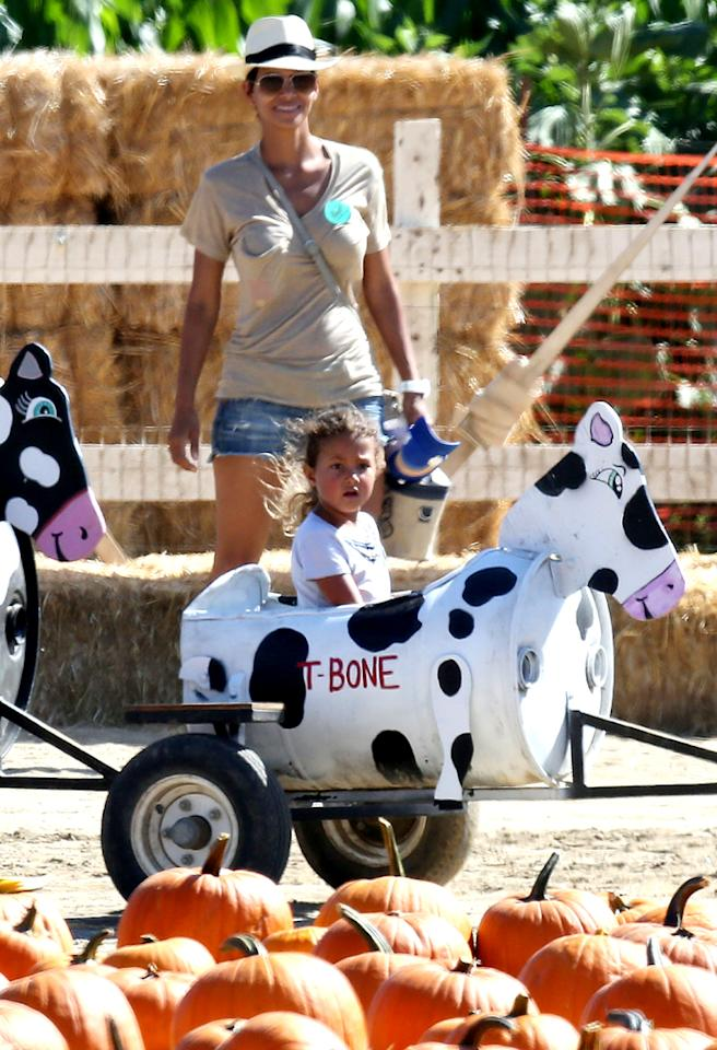 "Halle Berry took her daughter Nahla for an old-fashioned fall outing at a farm outside of L.A., complete with hay, cows, and pumpkins, of course! (10/1/2012)<br><div style=""display:none;"" class=""skype_pnh_menu_container""><div class=""skype_pnh_menu_click2call""><a class=""skype_pnh_menu_click2call_action"">Call</a></div><div class=""skype_pnh_menu_click2sms""><a class=""skype_pnh_menu_click2sms_action"">Send SMS</a></div><div class=""skype_pnh_menu_add2skype""><a class=""skype_pnh_menu_add2skype_text"">Add to Skype</a></div><div class=""skype_pnh_menu_toll_info""><span class=""skype_pnh_menu_toll_callcredit"">You'll need Skype Credit</span><span class=""skype_pnh_menu_toll_free"">Free via Skype</span></div></div>"