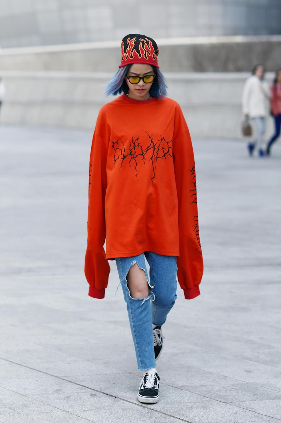 """<p>There's no denying that French brand <a href=""""http://news.yahoo.com/v%C3%AAtements-brings-much-needed-energy-to-paris-173855397.html"""" data-ylk=""""slk:Vetements;outcm:mb_qualified_link;_E:mb_qualified_link;ct:story;"""" class=""""link rapid-noclick-resp yahoo-link"""">Vetements</a> has fully <a href=""""https://www.yahoo.com/style/13-alternatives-1k-vetements-sweatshirt-163314426.html"""" data-ylk=""""slk:taken over the street style scene;outcm:mb_qualified_link;_E:mb_qualified_link;ct:story;"""" class=""""link rapid-noclick-resp yahoo-link"""">taken over the street style scene</a>. And while few of us can afford the $775 oversize tee shown here, there are definitely ways to achieve the same look for way less money. (<i>Photo: <a href=""""http://www.streetper.com"""" rel=""""nofollow noopener"""" target=""""_blank"""" data-ylk=""""slk:Streetper"""" class=""""link rapid-noclick-resp"""">Streetper</a>)</i></p>"""