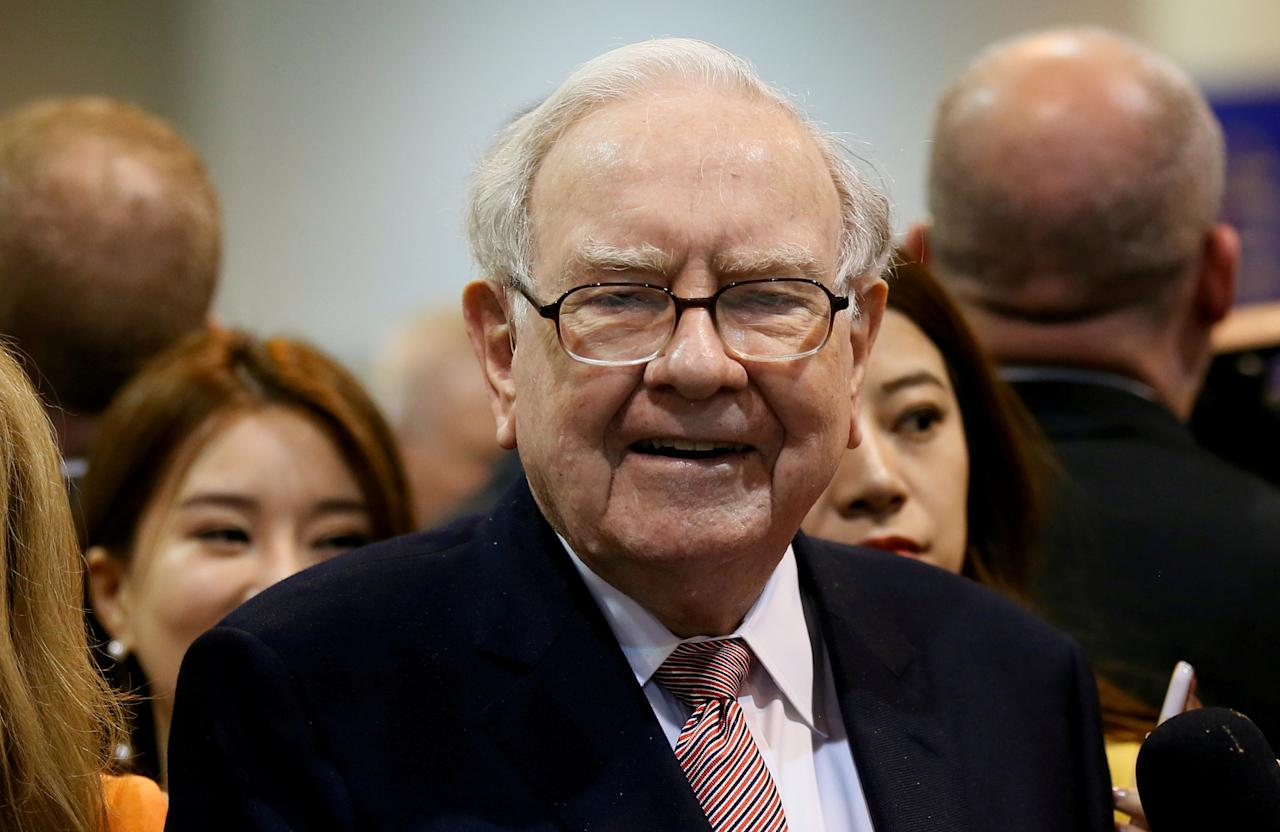 FILE PHOTO: Berkshire Hathaway CEO Warren Buffett visits the BNSF booth before the Berkshire Hathaway annual meeting in Omaha, Nebraska, U.S., May 6, 2017. REUTERS/Rick Wilking/File Photo