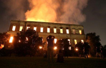 People watch as a fire burns at the National Museum of Brazil in Rio de Janeiro. REUTERS/Ricardo Moraes
