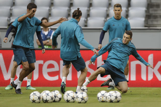 Real Madrid's Gareth Bale, left, and Real Madrid's Mateo Kovacic challenge for the ball during a training session in Munich, Germany, Tuesday, April 24, 2018. FC Bayern Munich will face Real Madrid for a Champions League semi final first leg soccer match in Munich on Wednesday, April 25, 2018. (AP Photo/Matthias Schrader)