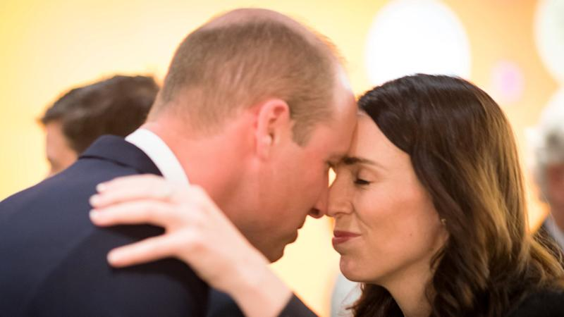 Das traditionelle Begrüßungsritual der Maori: Prinz William und Premierministerin Jacinda Ardern. Foto: David Rowlands/NZ Government/AAP