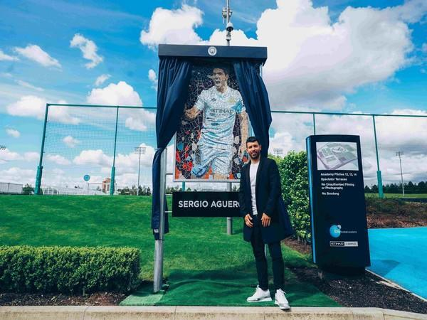 Aguero presented with mosaic inspired by his first-ever Manchester City goal.