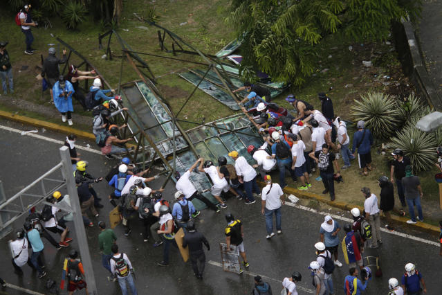 <p>Opposition supporters set up a barricade as clashes break out with security forces while the Constituent Assembly election is being carried out in Caracas, Venezuela, July 30, 2017. (Ueslei Marcelino/Reuters) </p>