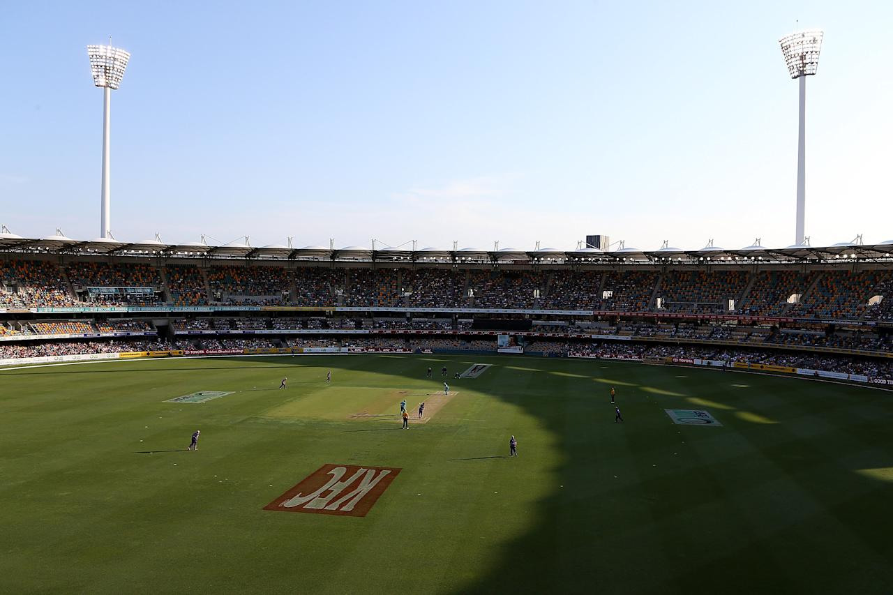 BRISBANE, AUSTRALIA - DECEMBER 09:  General view of play during the Big Bash League match between the Brisbane Heat and the Hobart Hurricanes at The Gabba on December 9, 2012 in Brisbane, Australia.  (Photo by Chris Hyde/Getty Images)