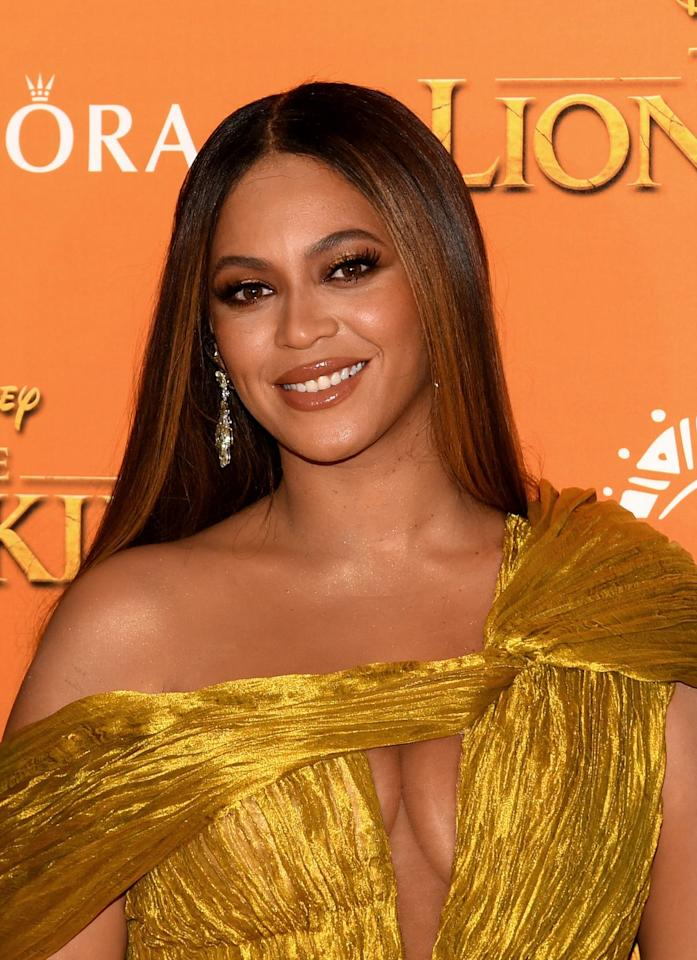 """<p>If we could all be Beyoncé, we would. Luckily, for some, you share the same bone structure as <em>the</em> queen. 😍 Rounder faces tend to be more wide around the cheekbone area, creating a nearly perfect circle. You have a lot of options, including large sunnies and cat eye shades. Don't take our word for it. <a href=""""https://www.instagram.com/p/B8FbmSrHgRi/"""" target=""""_blank"""">In Beyoncé we trust</a>. </p>"""