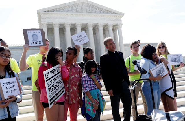 <p>Immigration rights proponents react outside the U.S. Supreme Court after the Court upheld U.S. President Donald Trump's travel ban targeting several Muslim-majority countries, in Washington, June 26, 2018. (Photo: Leah Millis/Reuters) </p>
