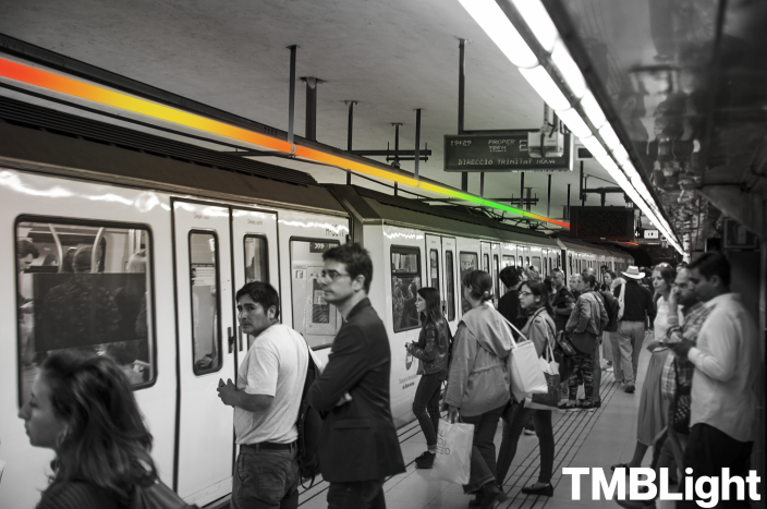 The TMB Light allows public transit users to quickly gauge the fullness of each train car.