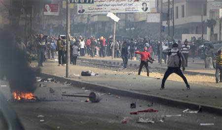 Supporters and opponents of ousted Egyptian President Mohamed Mursi clash at Nasr City district in Cairo, January 3, 2014. REUTERS/ Mohamed Abd El Ghany