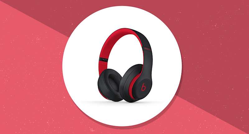 Save on all sorts of Beats by Dre headphones! (Photo: Amazon)