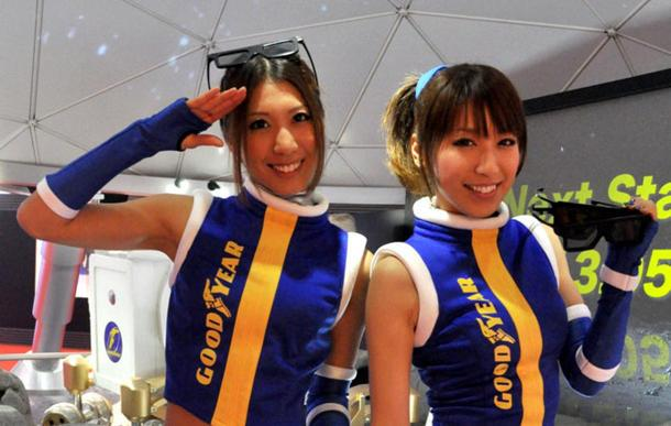 Tokyo Motor Show race queens Miki and Emi pose. (Photo courtesy of Cheryl Tay)