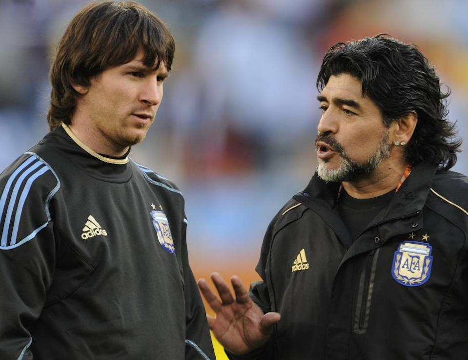 Maradona (R) has often taken potshots at Lionel Messi, criticizing him on the eve of the 2016 Copa America for a perceived 'lack of personality' (AFP Photo/Javier Soriano)