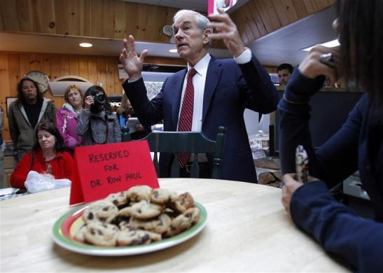 Ron Paul talks to voters at Homestead Grocery and Deli in Amherst, New Hampshire, December 14, 2011. (REUTERS/Brian Snyder)