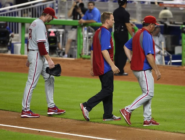 Roy Halladay leaves Phillies game after three batters with 'right arm fatigue'