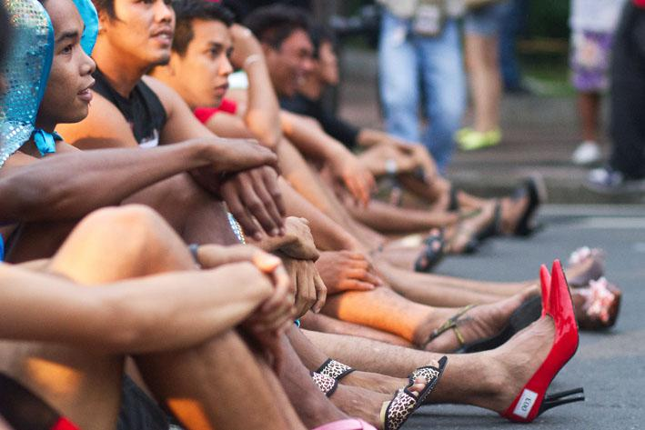 Pinoy men race in stiletto shoes