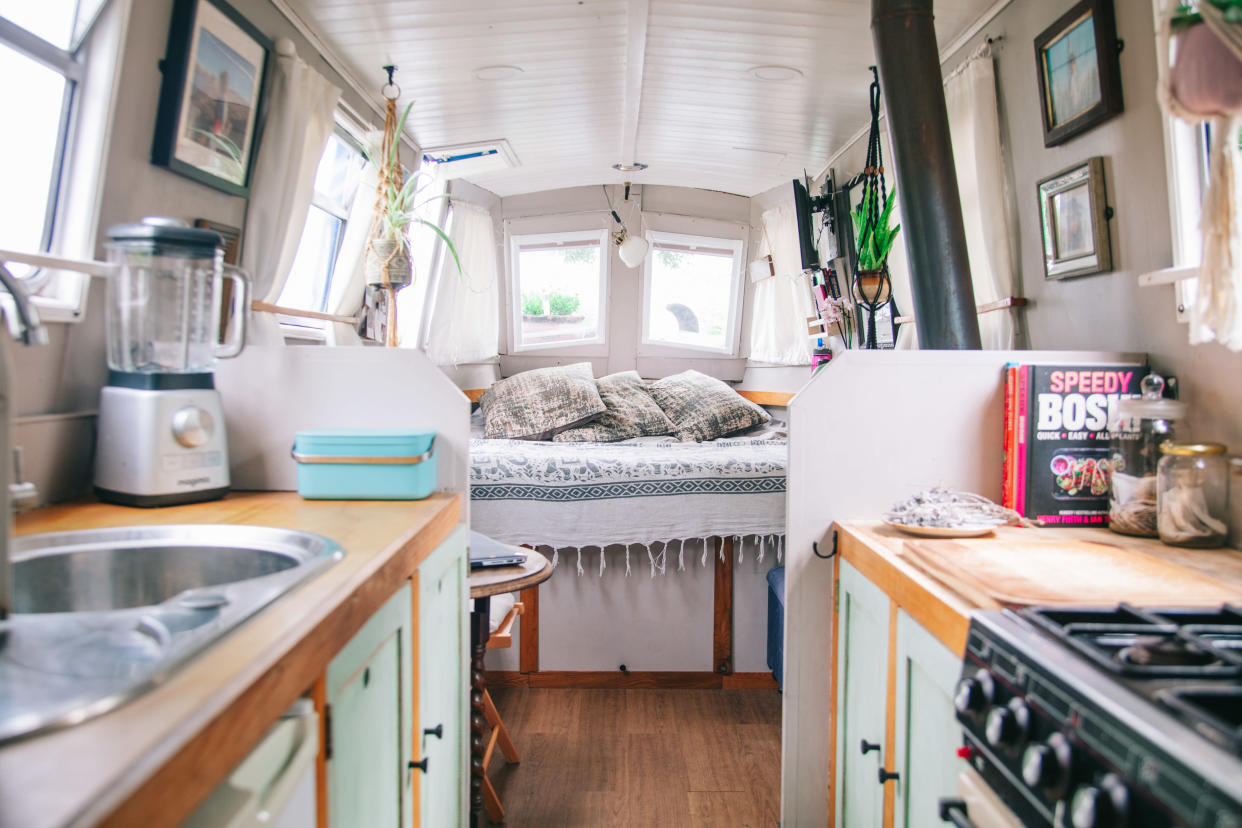 The boat looks impressive after its renovation. (@narrowboatmama/Caters)